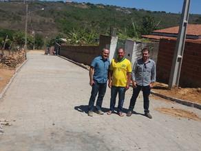 Prefeito Luciano Bonfim visita o andamento das obras de calçamentos nas ruas do Município.