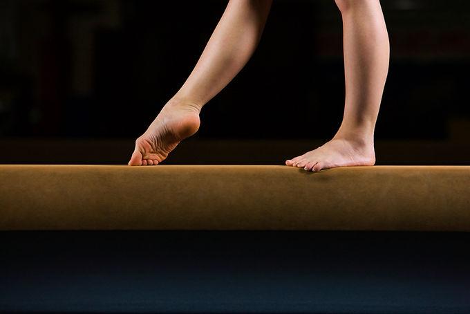 Gymnaste Femme sur le faisceau d'équilib