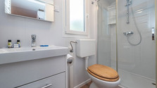 mobile-home-bathroom-636999916356655743_
