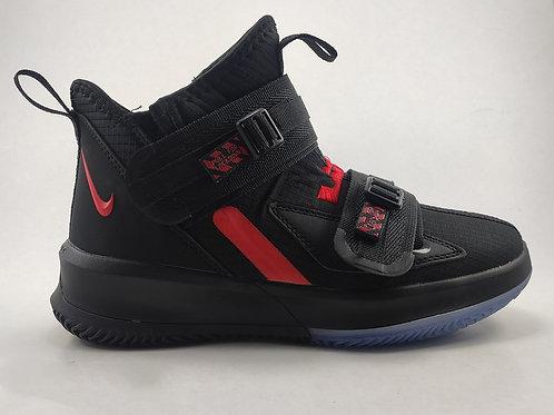 Bota deportiva Nike Lebron Soldier