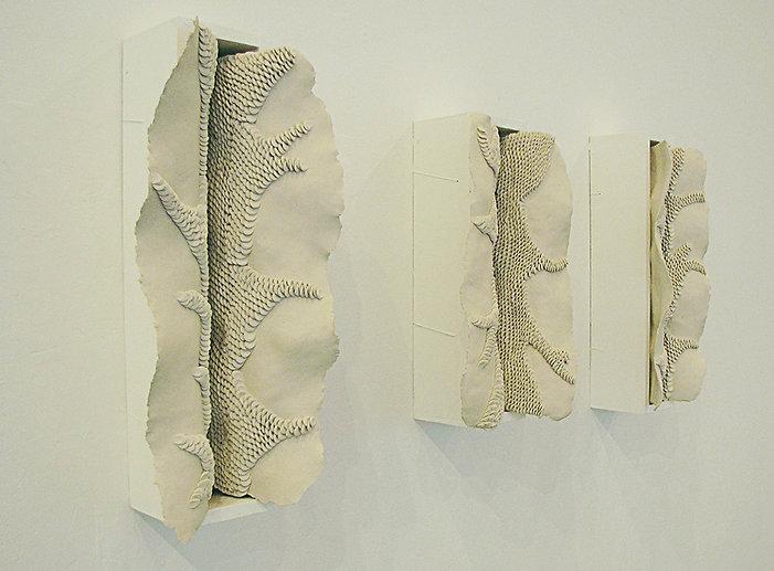 Venus (2013) terre blanche, bois, 15 x 5