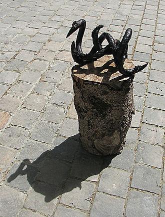 Pulse (2013) bronze, 30 x 15 x 15 cm (2)