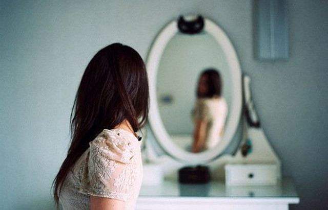 """How To Love Your Body : 22 Tips To Accept The """"Skin You're In""""."""