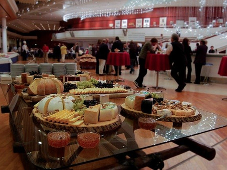 Foods to Avoid at Your Next Lunch Corporate Catering Event