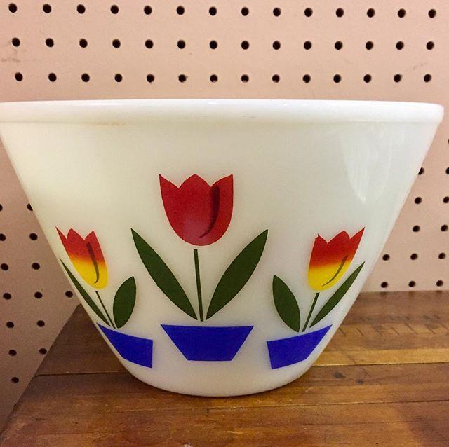Pyrex Tulip Bowl