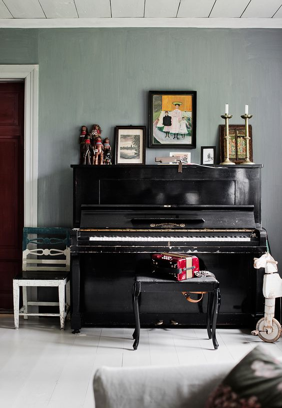 Interior decoration ideas-how to dress up a piano wall