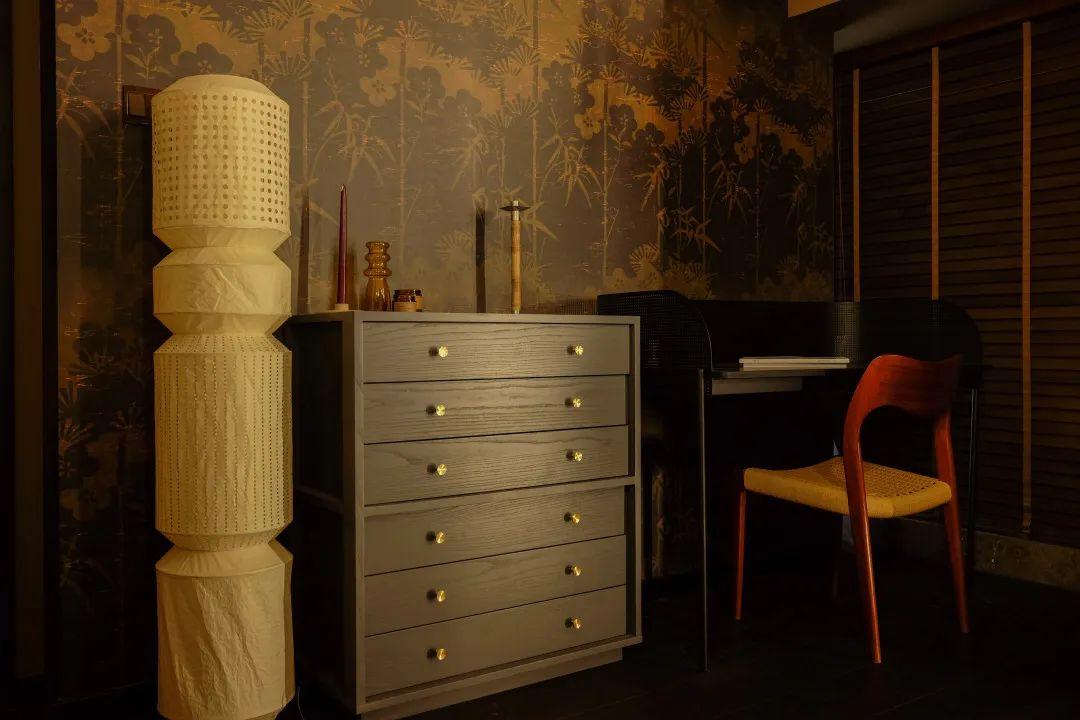Vanity design in a bedroom