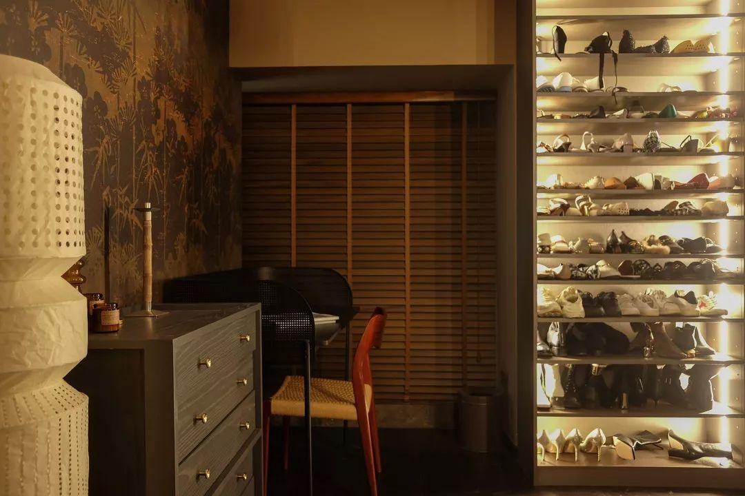 Walk-in closet design