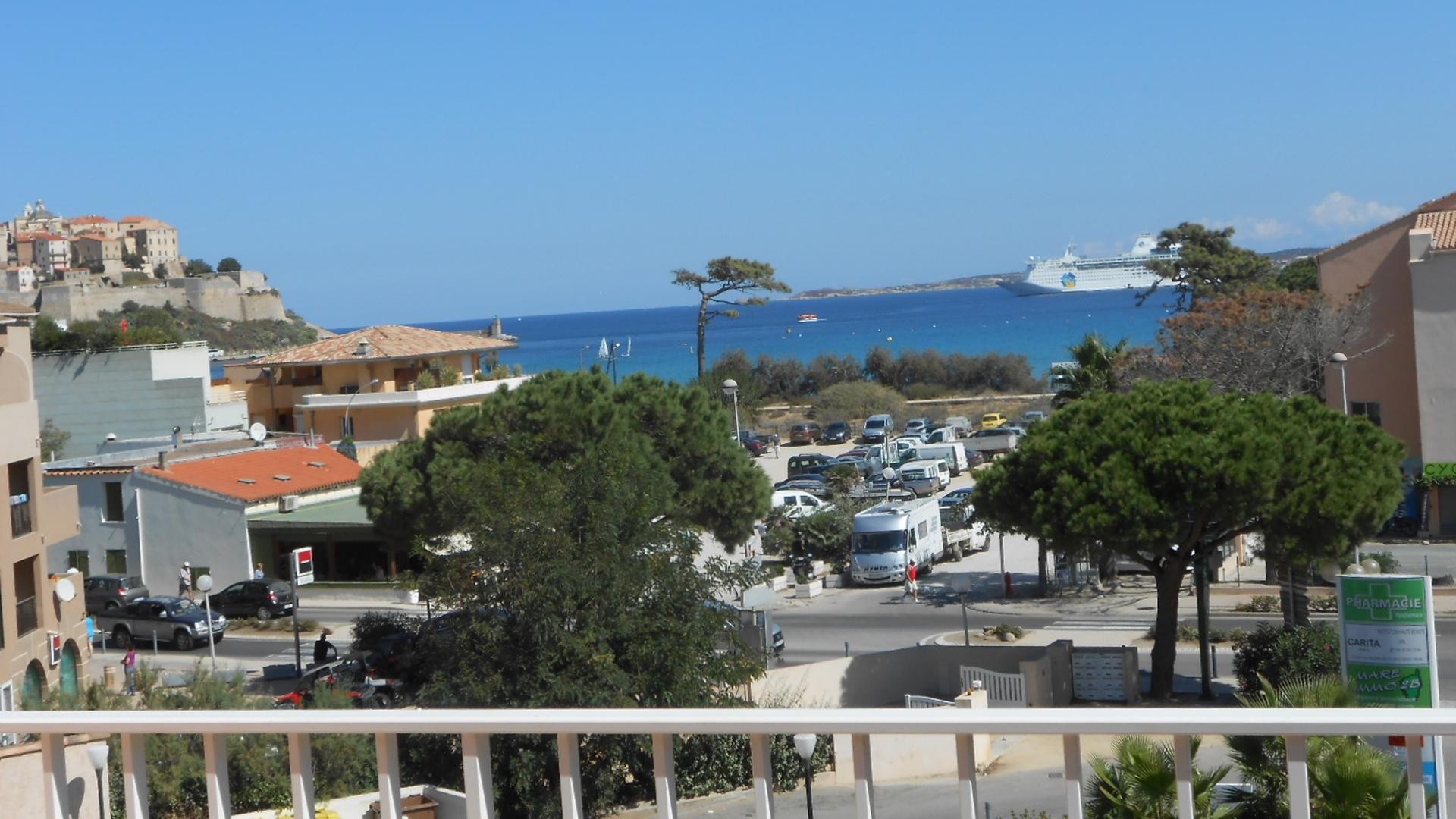 Terrasse du 3e étage avec vue mer et citadelle