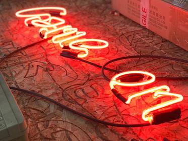 neon γράμματα