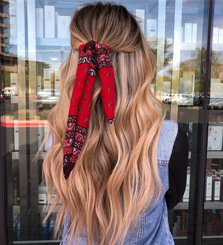 How do you wear your tape in extensions_