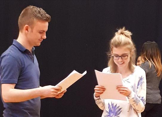 skuespillerteknikk kurs med TeaterStuo. Øving på en teaterscene.