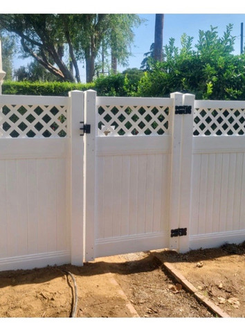 Vinyl Privacy Fence & Gate with Lattice