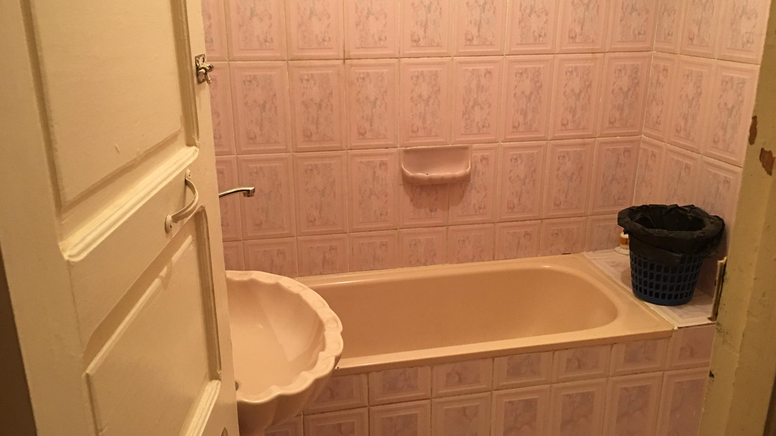 Private bathrooms with bathtubs are available in several of the rooms.