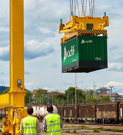 Gnatry-Crane-Lifting-Container