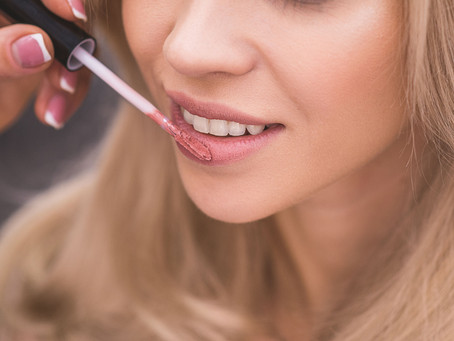 6 Easy Makeup Tricks to Make Your Teeth Look Whiter! Shared by Glen Ellyn, IL Cosmetic Dentist