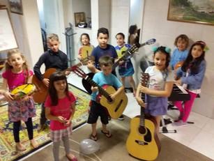 aula_de_violão_para_pequenos.jpg