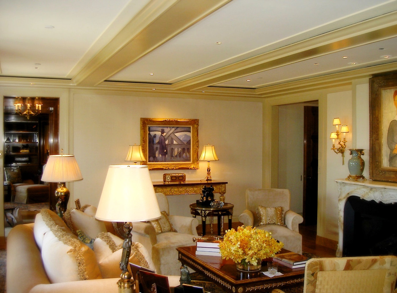 Draperies, Window Treatments | Wall Upholstery | Upholstery | Throw Pillows | Custom Made | Hand Crafted Draperies | Curtains | Roman Shades | Solar Shades | French Elegance | Drapery Workroom