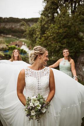 Bridesmaids, photographie de mariage, demoiselles d'honneur, préparation de la mariée à Twann en Suisse