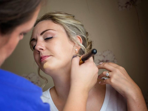 5 reasons why you SHOULD book a Professional Makeup Artist for your wedding…