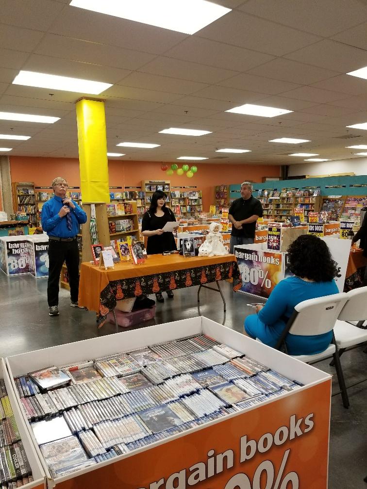 Book Warehouse - Laredo