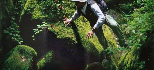Sylvain Tesson op 'Les Chemins Noirs' op weg dwars door onbekend Frankrijk. Deze foto werd gemaakt door zijn kompaan en (deels) reisgezel: Thomas Goisque