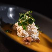 Velouté de Butternut, concassé de Chataignes, Crème lardée