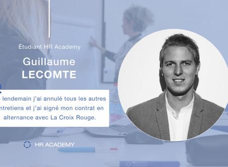 Guillaume Lecomte, étudiant en Master Management, signe son CDI à la Croix Rouge.