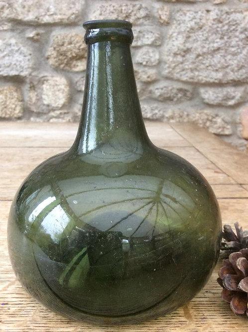 Excellent freeblown German onion c1730