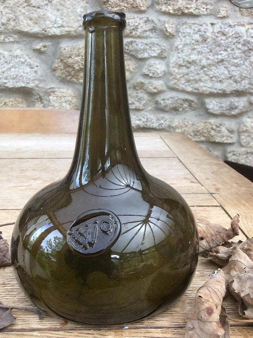"Rare sealed ""WO"" longneck lowlands onion 1710"