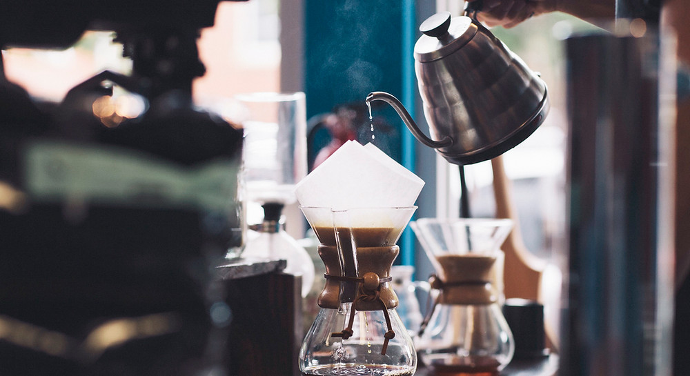 Pourover brewing with Chemex