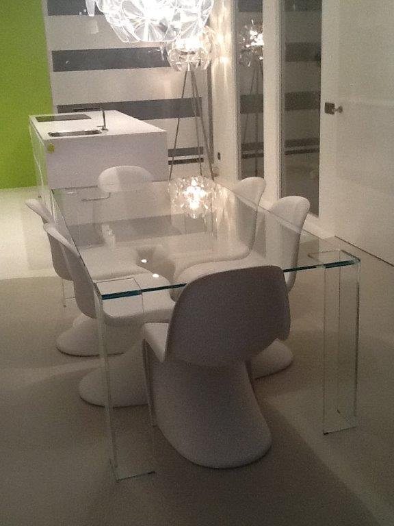 Dining table with crystal glass