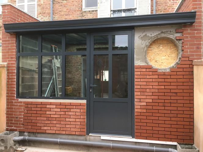 Rénovation arrière cour - entrée maison en cours