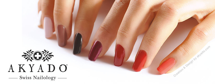 Hand tips with colourful Nails