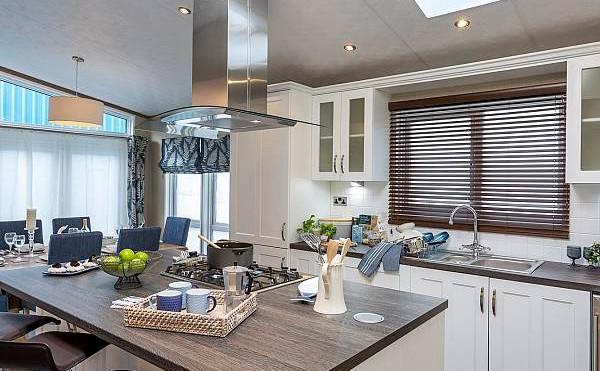 Pemberton Glendale Luxury Lodge  kitchen area