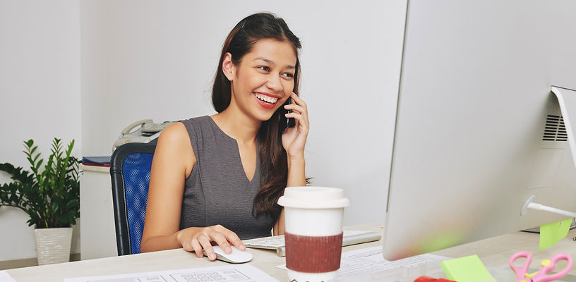designer-talking-on-phone-with-client_ed