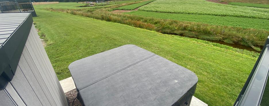 rivendale-hot-tub.JPG