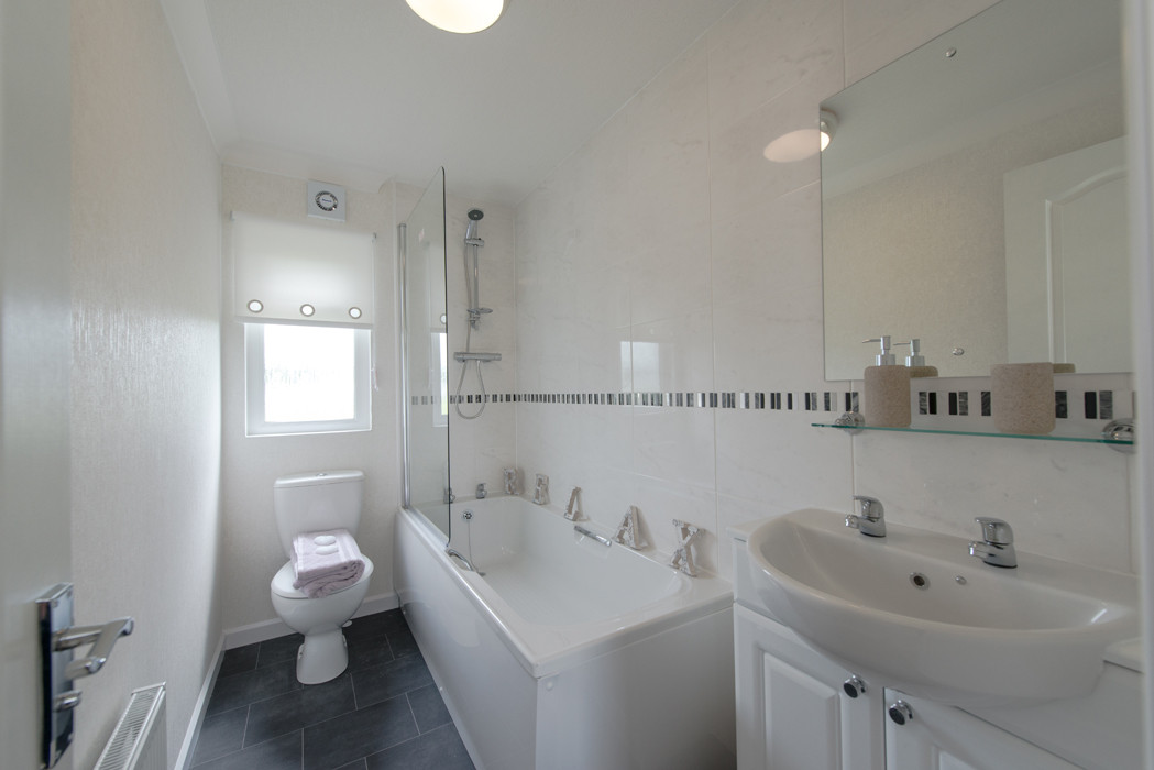 wentwood luxury lodge bathroom royal arch riverside park