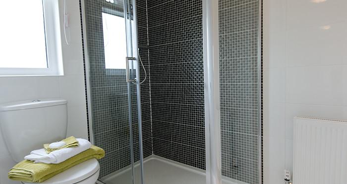 Windsor Lodge shower room