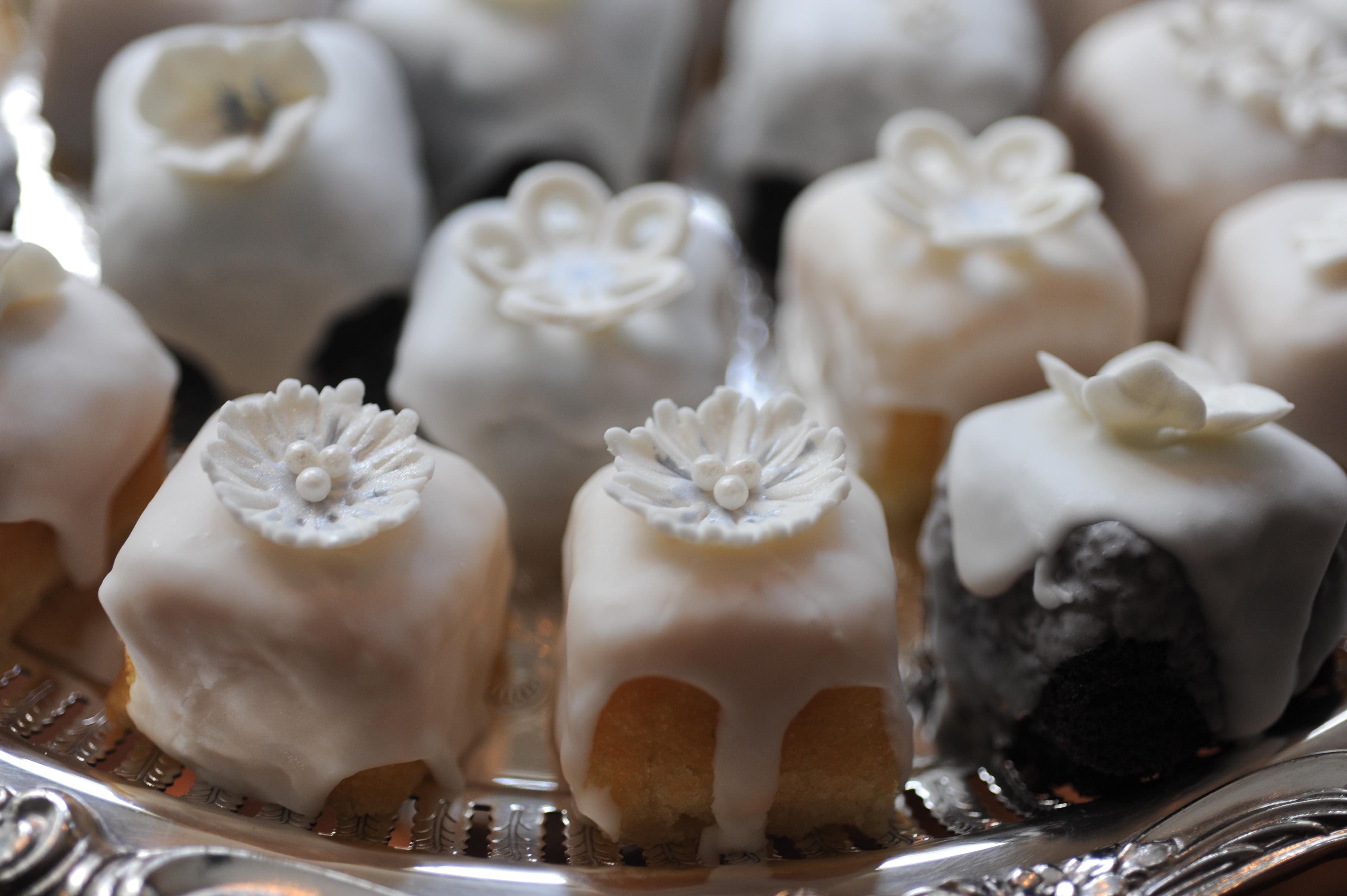 Petit Mini Cakes