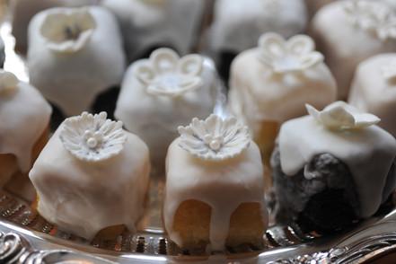 Petit Wedding Cakes