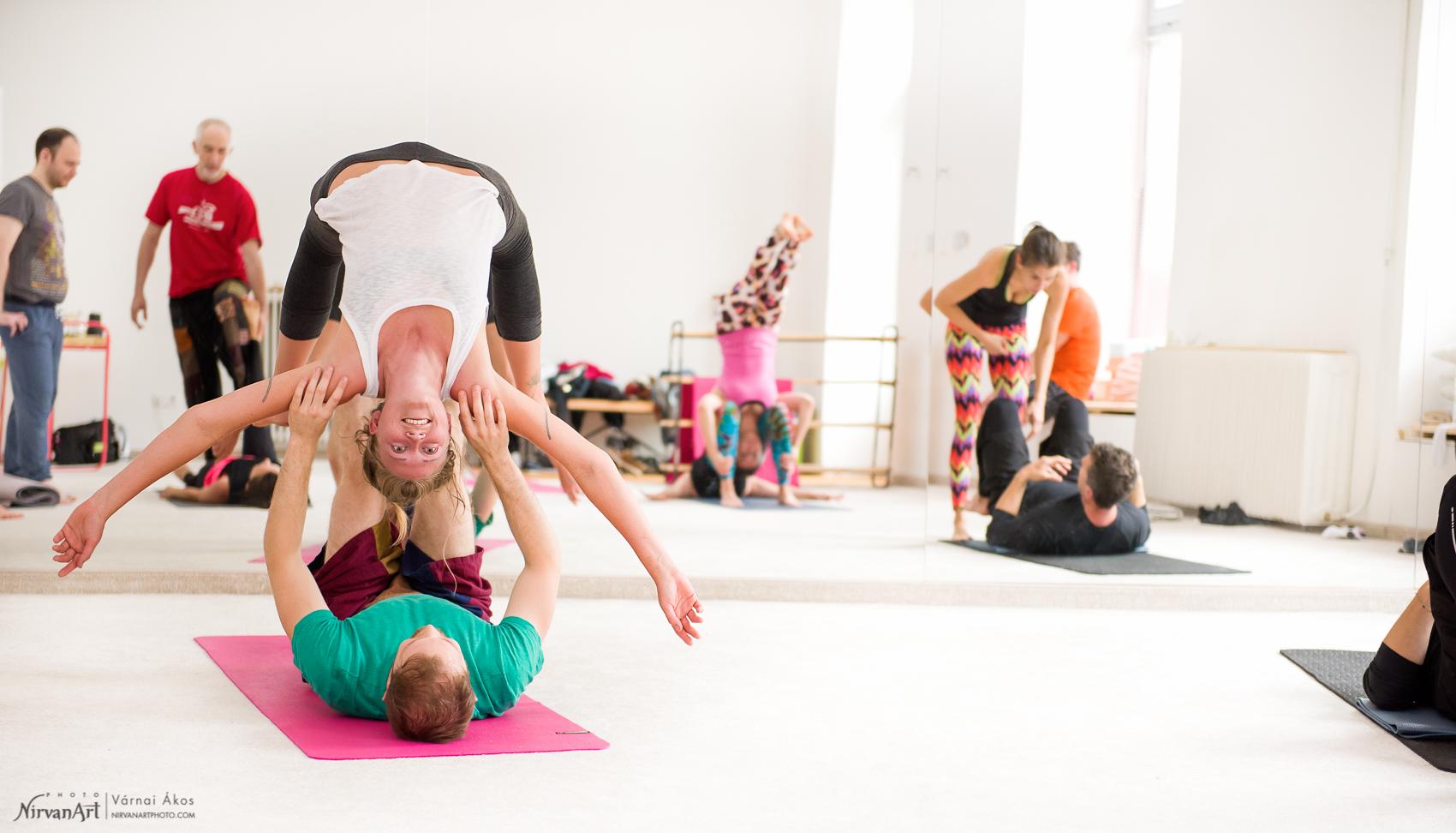 a legkényelmesebb akro jóga póz
