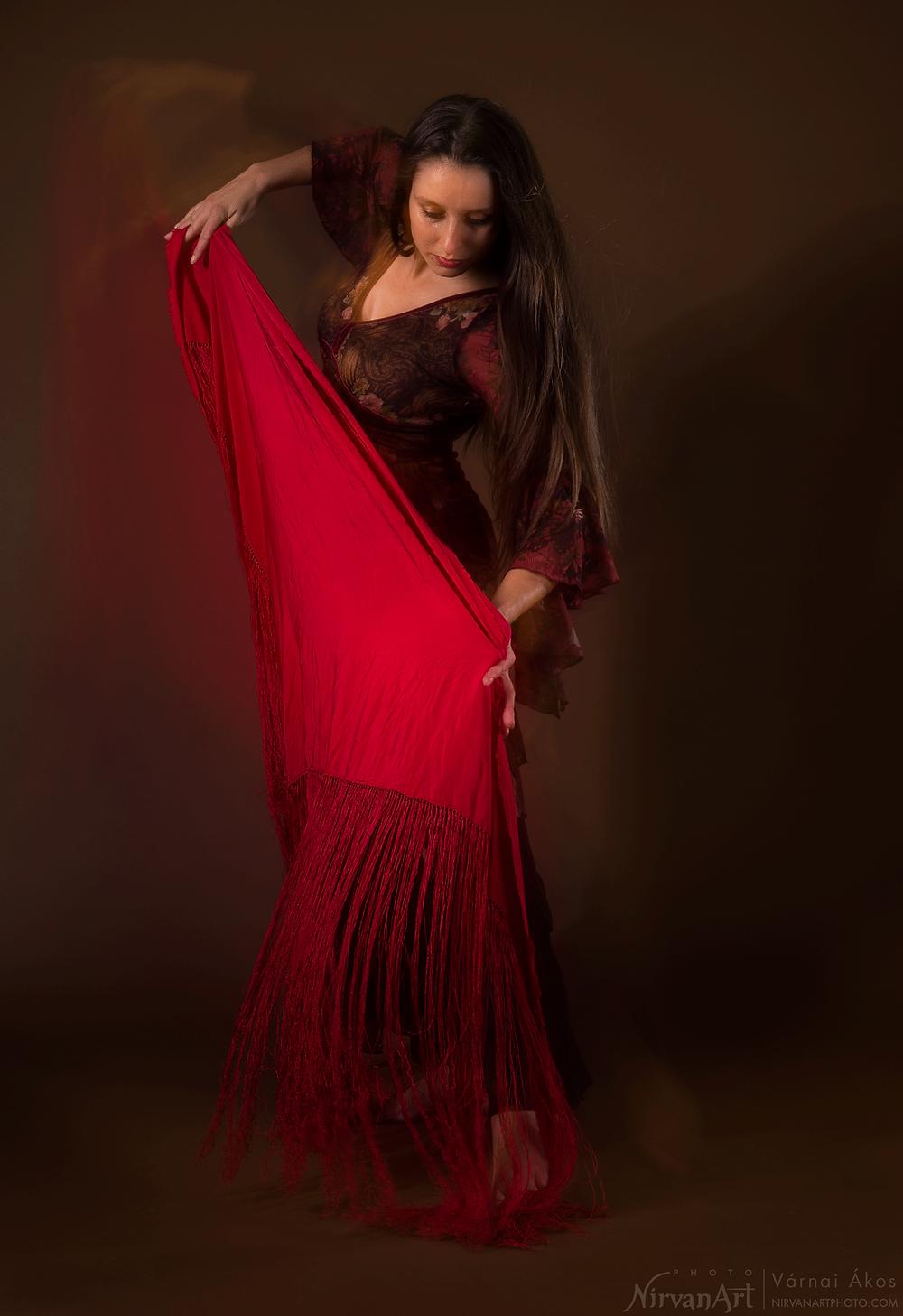 művészi portré Fodor Rékáról flamenco ruhában