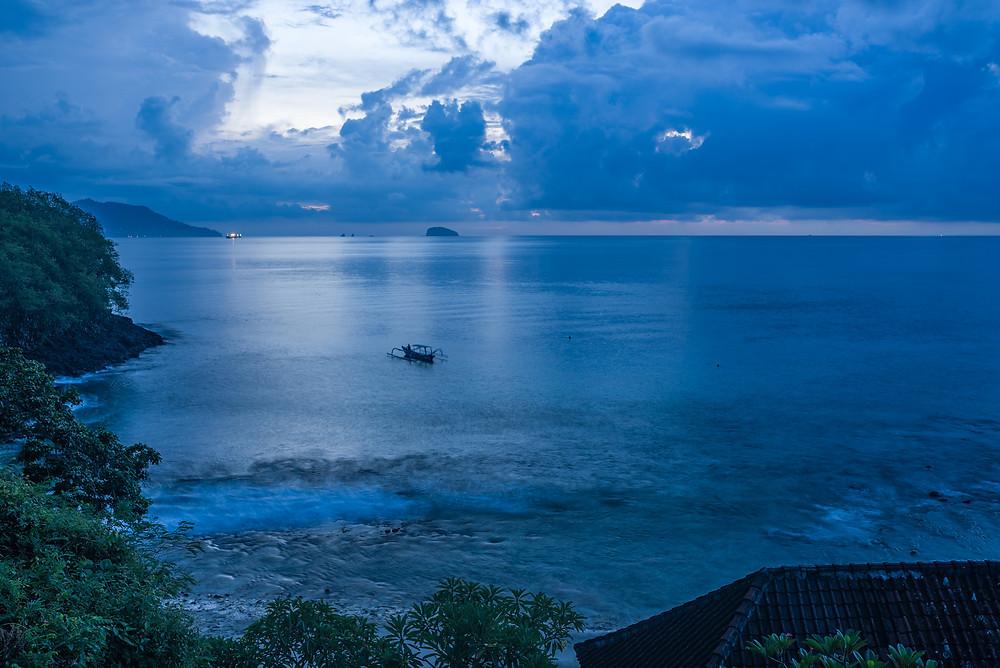Blue lagoon látképe napfelkelte előtt