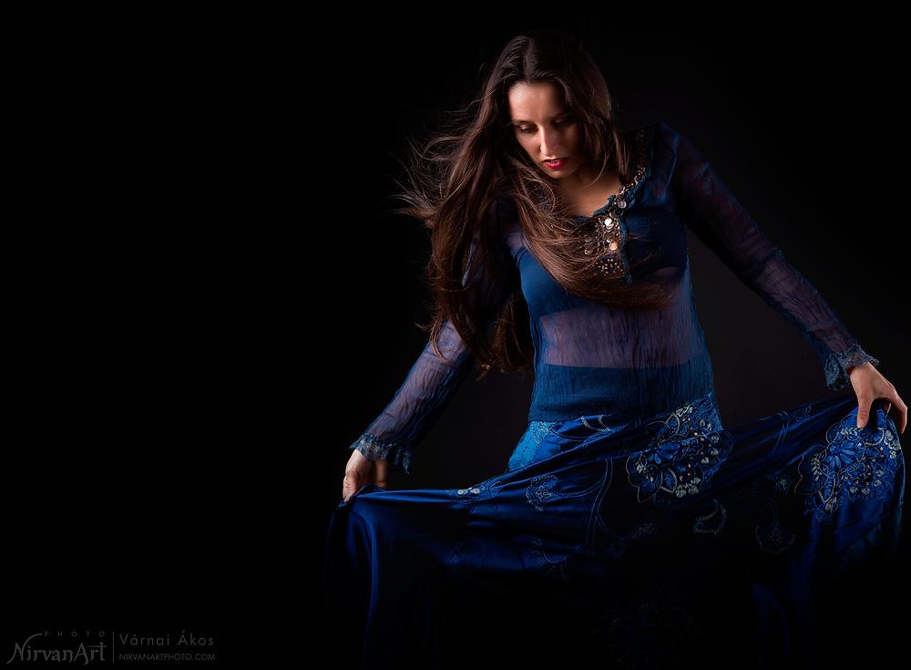 a képen Fodor Réka tánc közben
