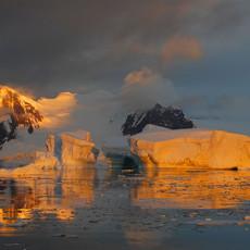 906 Antarctic Sunset--Light on Ice--Antarctic Peninsula