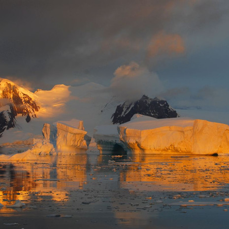 906 Antarctic Sunset--Light on Ice--Antarctic Peninsula