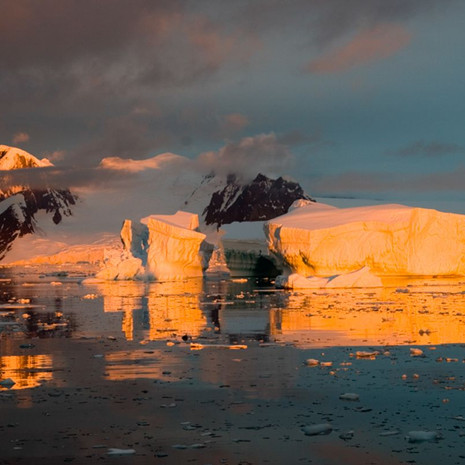 907 Antarctic Sunset--Light on Ice 2--Antarctic Peninsula