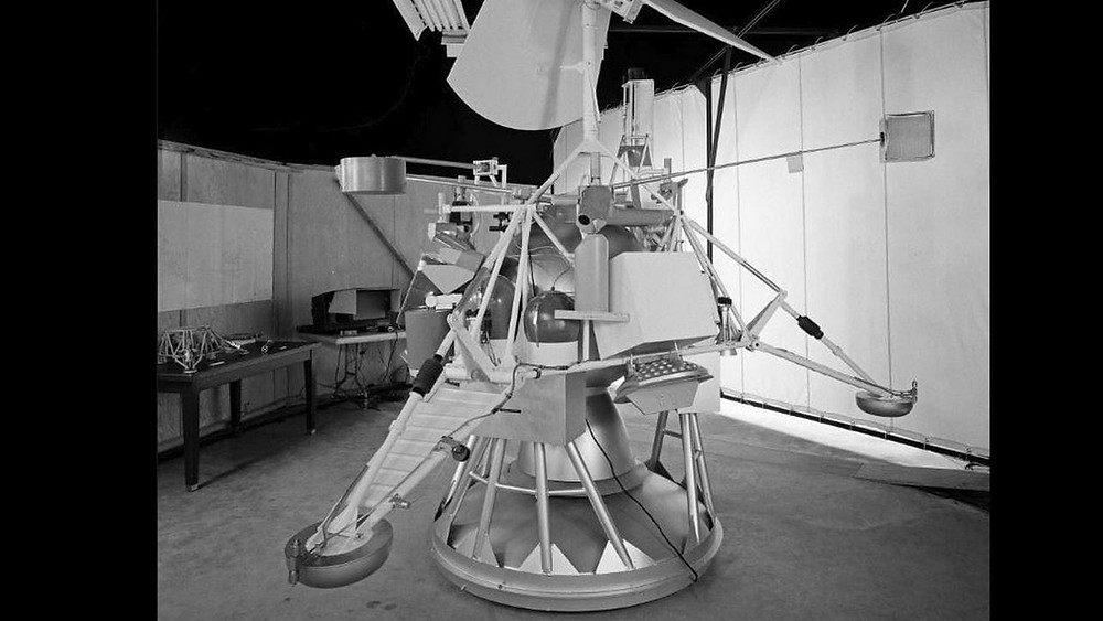 Surveyor 6 that landed on 7 January 1968 was the only spacecraft of the series to land in the lunar highland region. It had the most extensive set of instruments, with which it conducted a number of scientific experiments on the lunar soil. Image: NASA