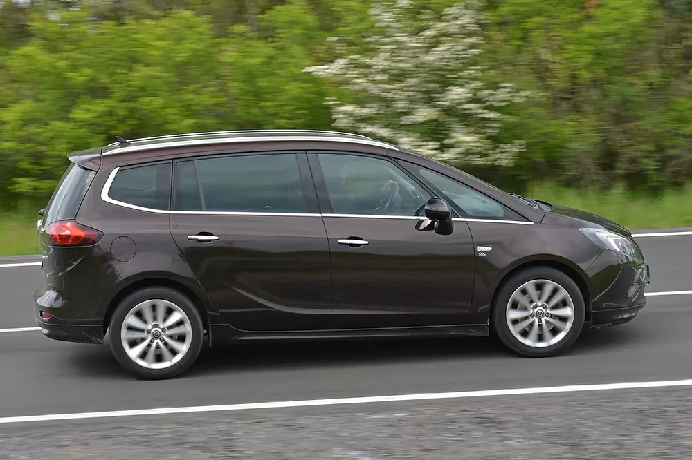 The latest Zafira is one of the best MPVs ever. Together with the Insignia, they are also reliable cars that do not hide any large bazaar traps